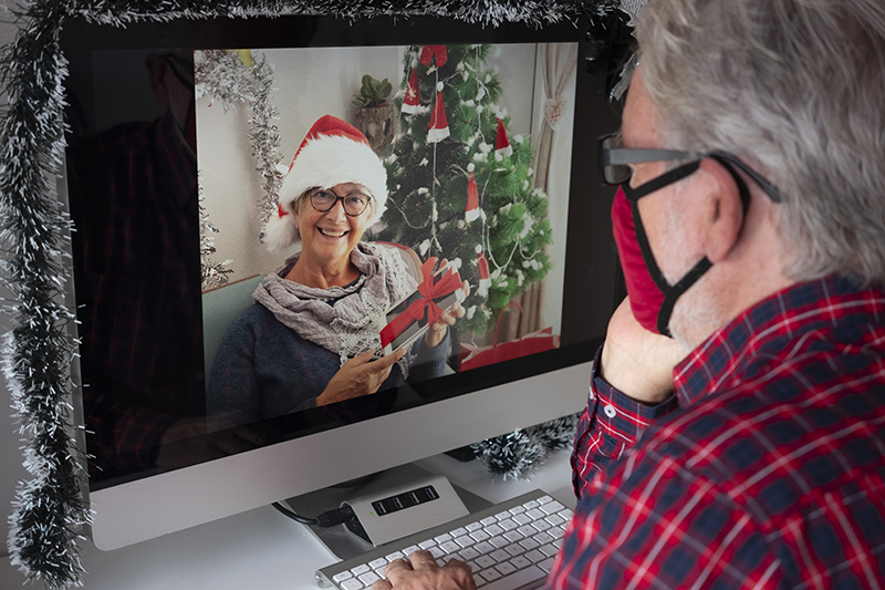 How to Help Your Aging Parents Celebrate The Holidays During COVID-19